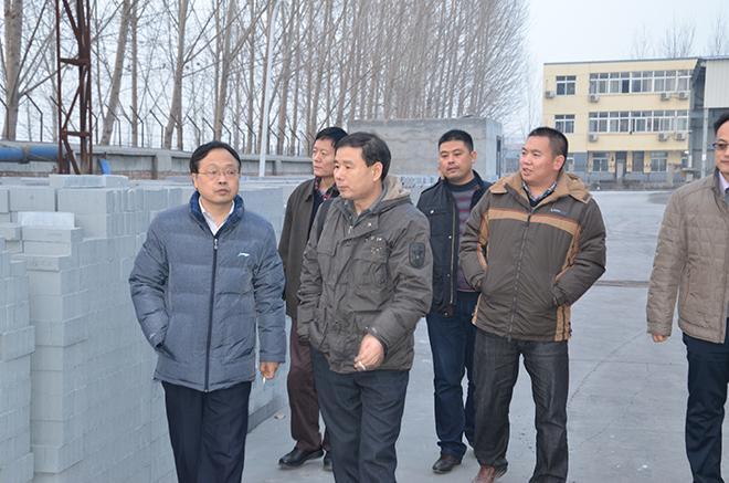 2013年12月河南省建设领域有关专家视察我公司2.JPG