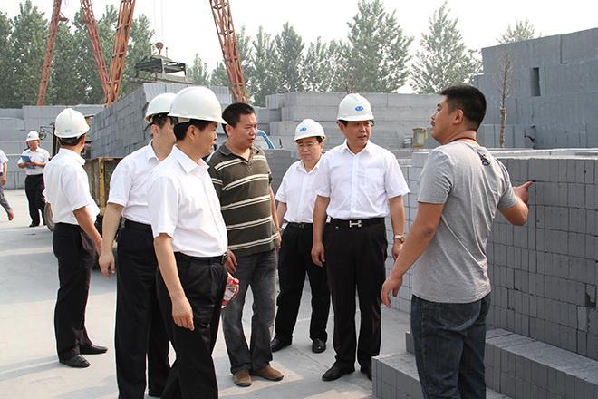2013年8月10日濮阳银行董事长吴波等一行领导莅临我公司视